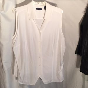 Crisp White pointed front hemline button down NWT